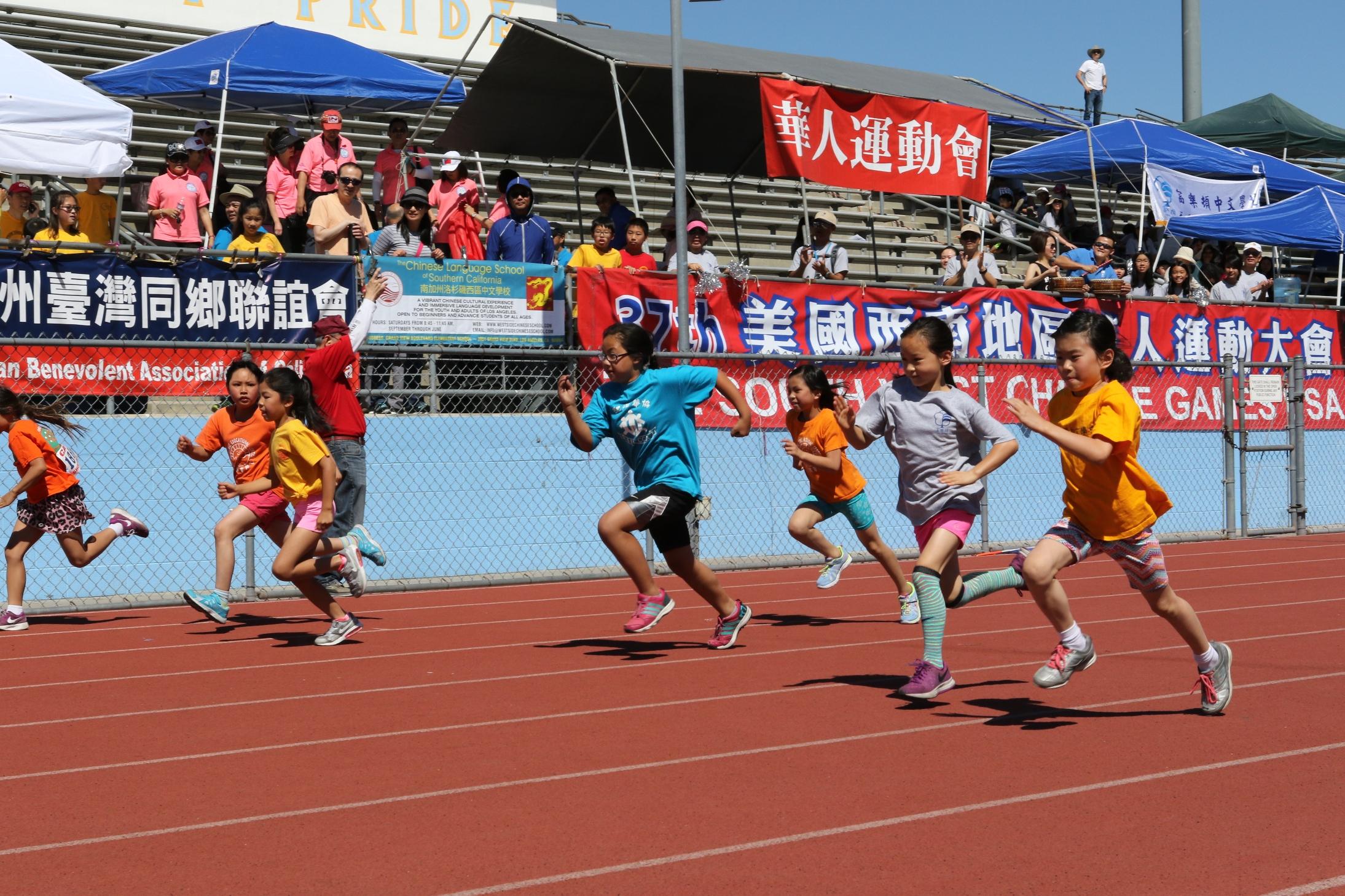 高啟正鼓勵更多華人家長帶小孩參與運動會。記者黃松攝