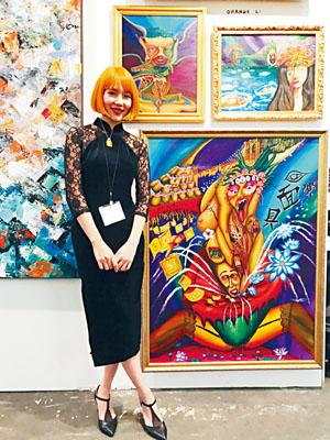 黎慶怡和她的油畫。