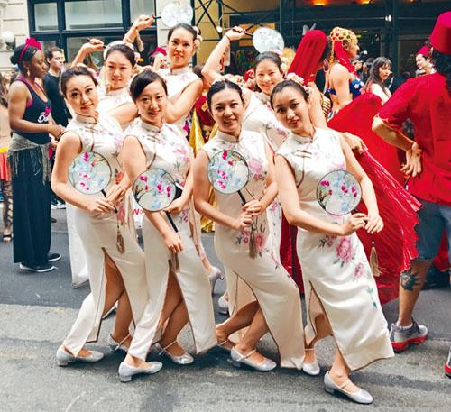 華裔女子舞蹈團體展現了中華女子的溫文爾雅。