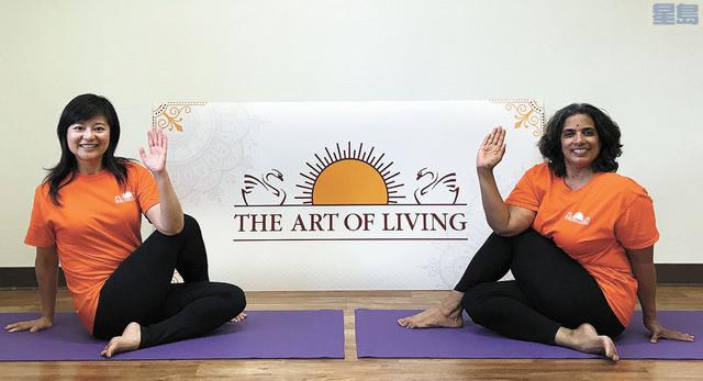 華體會增加瑜伽處,熊莉萍(左)為瑜伽處處長。華體會提供