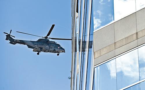 政府直升機在酒店附近空域盤旋。 郭顯熙攝