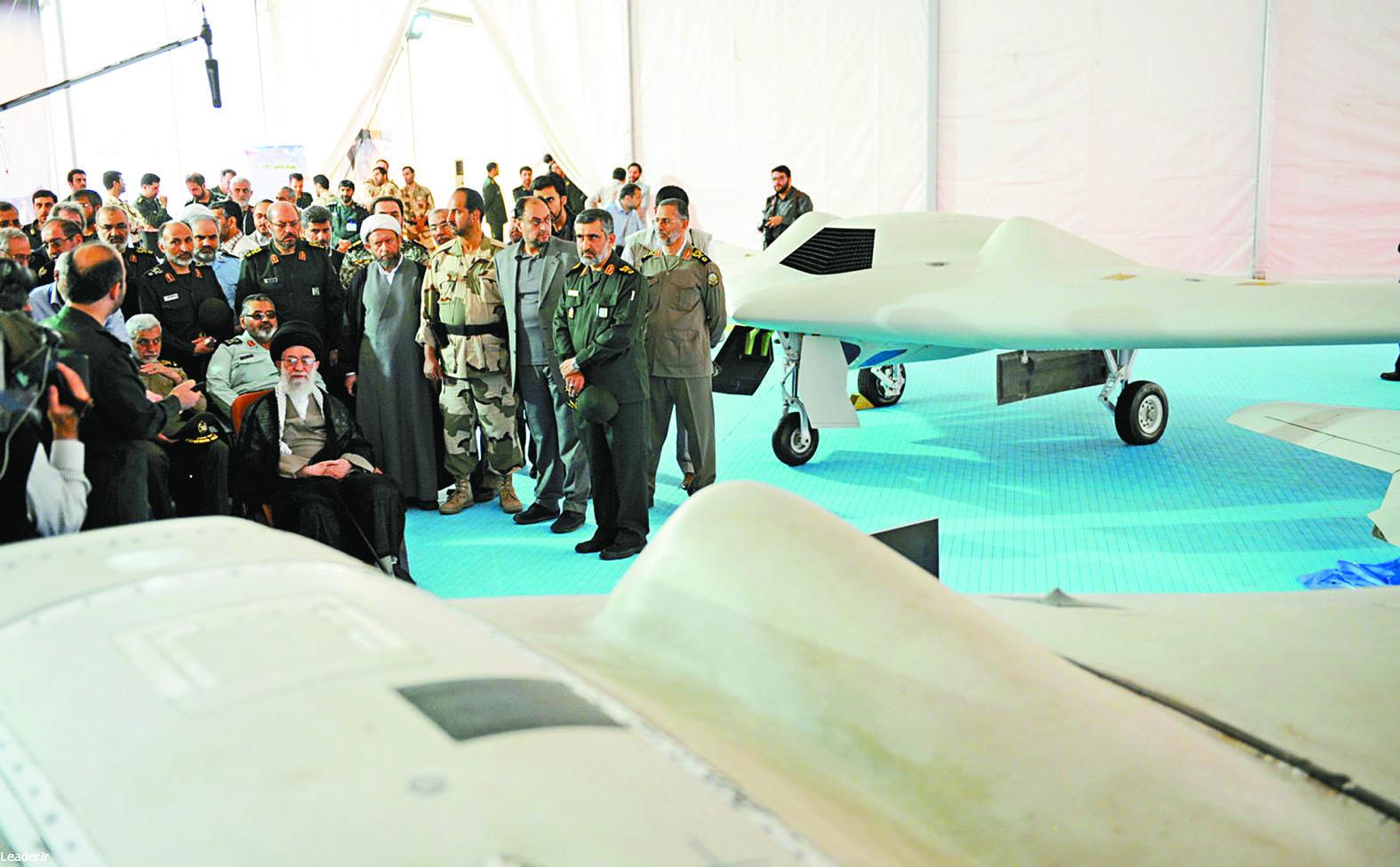 圖為伊朗最高領導人哈梅內伊早前聽取官員介紹捕獲美國中情局間諜無人機的情況。右上圖為此次被伊朗判監的美籍華裔王喜月。右下圖為伊朗發言人埃杰耶。本報資料圖片/網上圖片