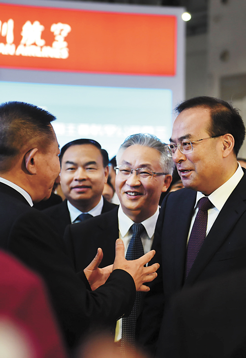 孫政才(右)曾被看成第六代接班人選熱門。資料圖片