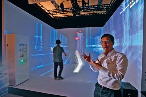 港大副教授劉應機指出,近月已有國際大型玩具品牌來港物色人工智能成果,香港水平並不遜色。 伍明輝攝