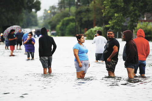 30日早上,哈維第二次途徑德州,亞瑟港洪水出現上漲,當地居民被緊急疏散。法新社