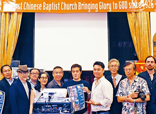 一眾電影製片人眾首放映場宣傳首屆華裔中秋電影節。
