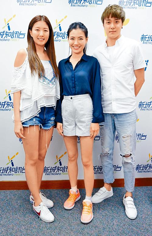 陳嘉桓(左)帶師弟師妹,到電台宣傳新片。