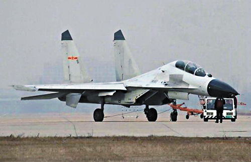 殲16轟炸機已裝配AESA先進雷達、抬頭顯示系統。資料圖片