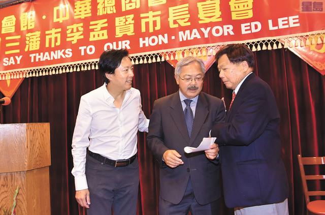 響應市長號召,李兆祥與兒子李德琛當場向休斯頓風災災區捐款合計1萬1000元。