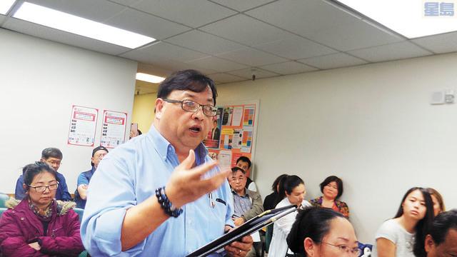 華埠商戶代表在聯席會議上,數落地鐵施工對華埠商戶帶來毀滅性的打擊,提出賠償要求。記者黃偉江攝