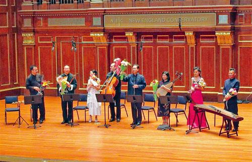 演出結束後,音樂家們謝幕。