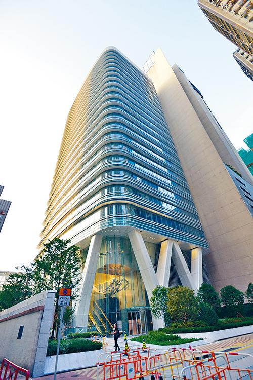 北角京華道18號商廈全幢,獲財團出價近一百一十億元洽購。