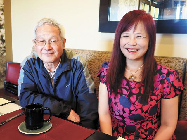 洪順五(左)徐雅琴(右)昨天報告10月7日在台北舉行的「台灣綠色產業與海外行銷論壇」超出預期的圓滿成功。記者王慶偉攝