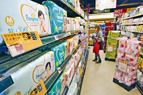 降低關稅的消費品中,其中進口尿片更減至零。蘇正謙攝