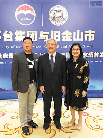 中美國際經貿協會會長黃健棠(左)與李孟賢市長伉儷(右2、1)出訪中國。