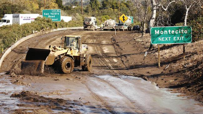 101號公路因蒙特西托土石流蹂躪而宣布關閉,目前無法預測何時能重新開放。  洛杉磯時報