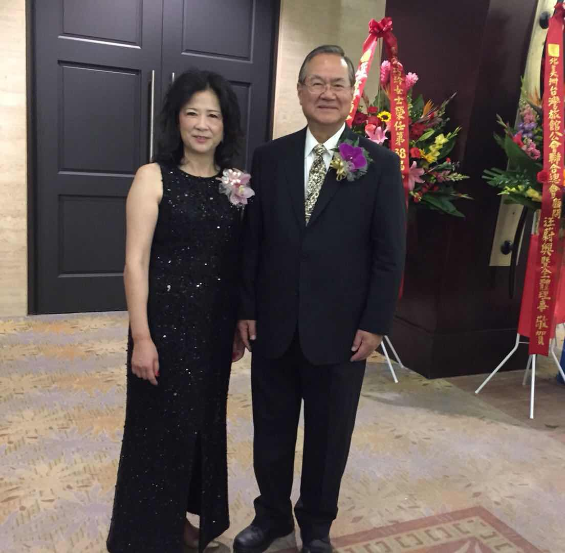 許清松(右)交棒何巧玲(左),發揮女性特質推動台美商務的往來。記者陳光立攝