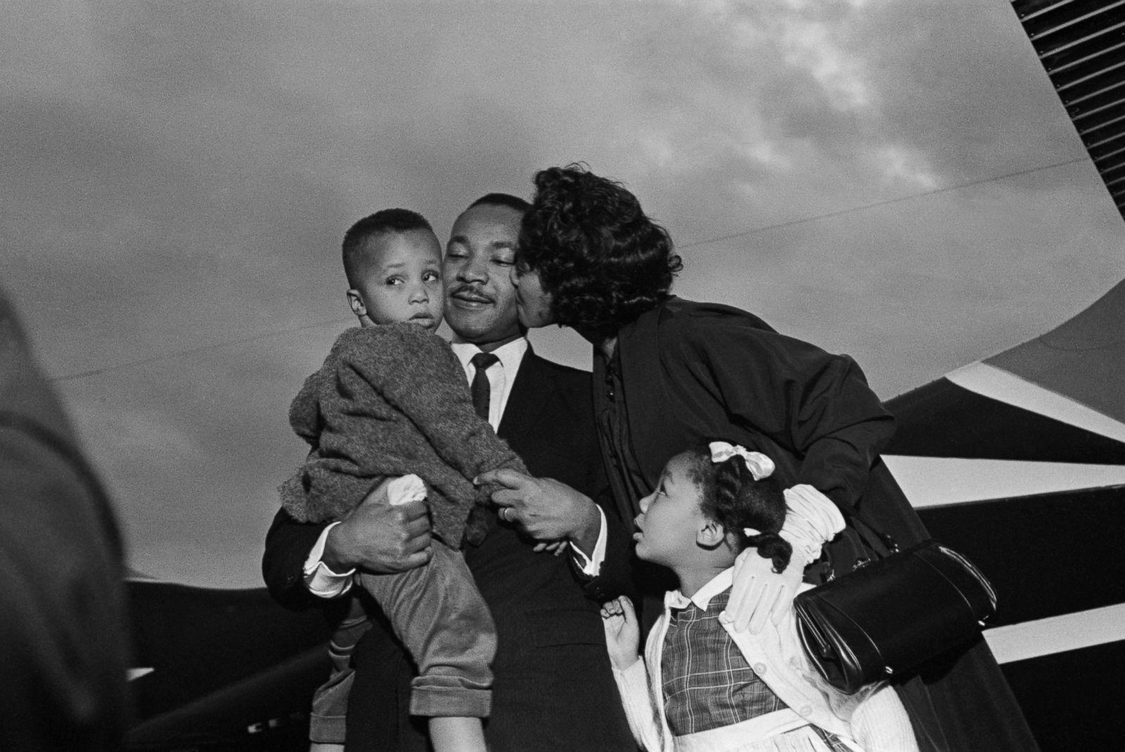 馬丁路德金與家人合影。abc