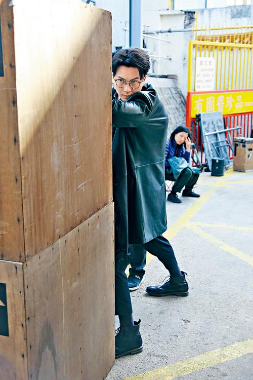 王浩信昨日現身元朗,拍攝新劇《兄弟》外景。