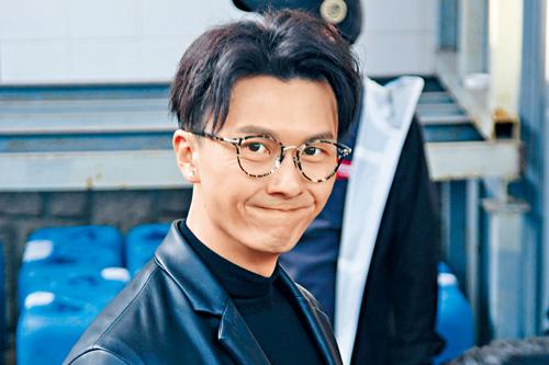 王浩信趕拍新劇又要為視帝獎拉票,只好犧牲休息時間。
