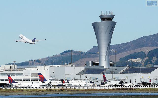 墨西哥航空一架客機在三藩市機場降落時,差點降落在一條有飛機準備起飛的跑道。美聯社