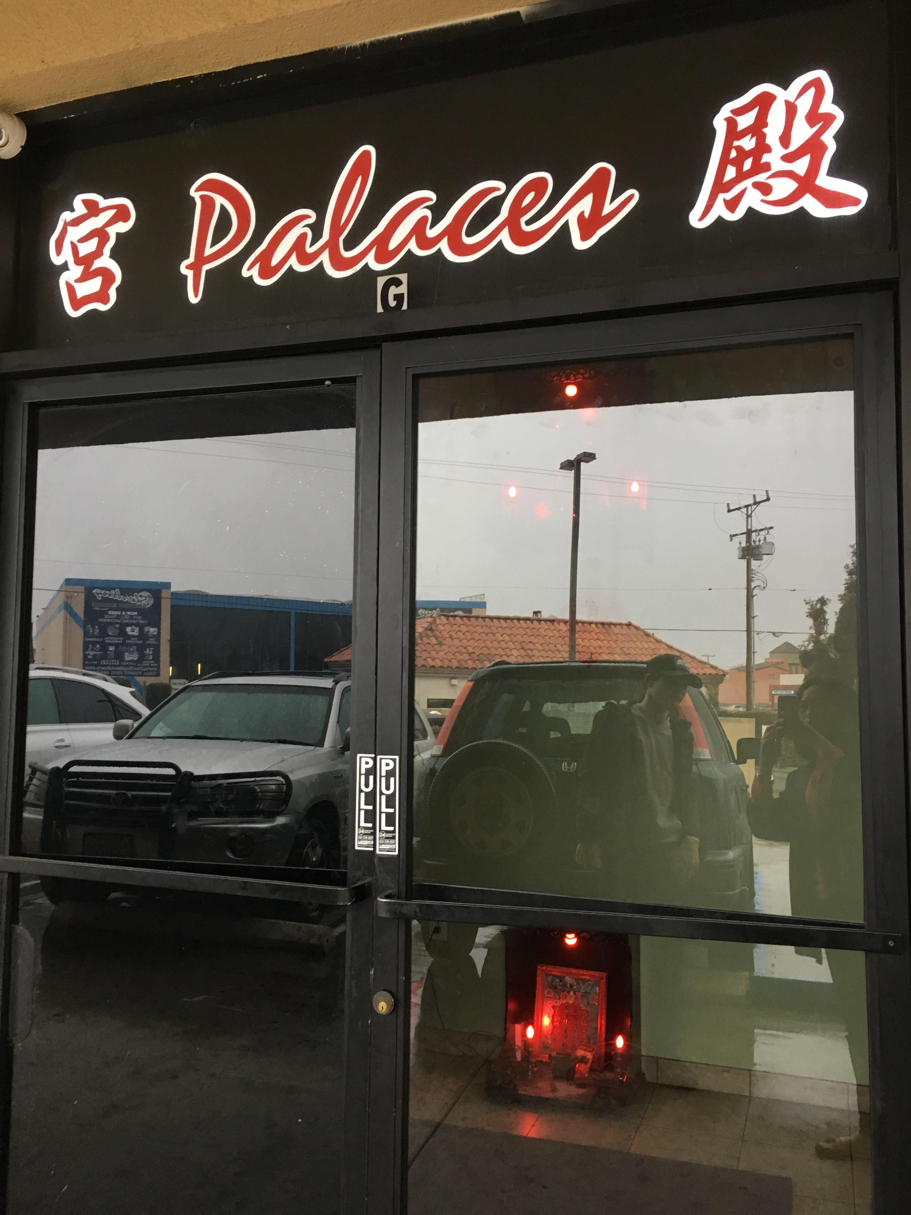 「宮殿」酒吧於10日回復正常營業。實習記者李青蔚攝