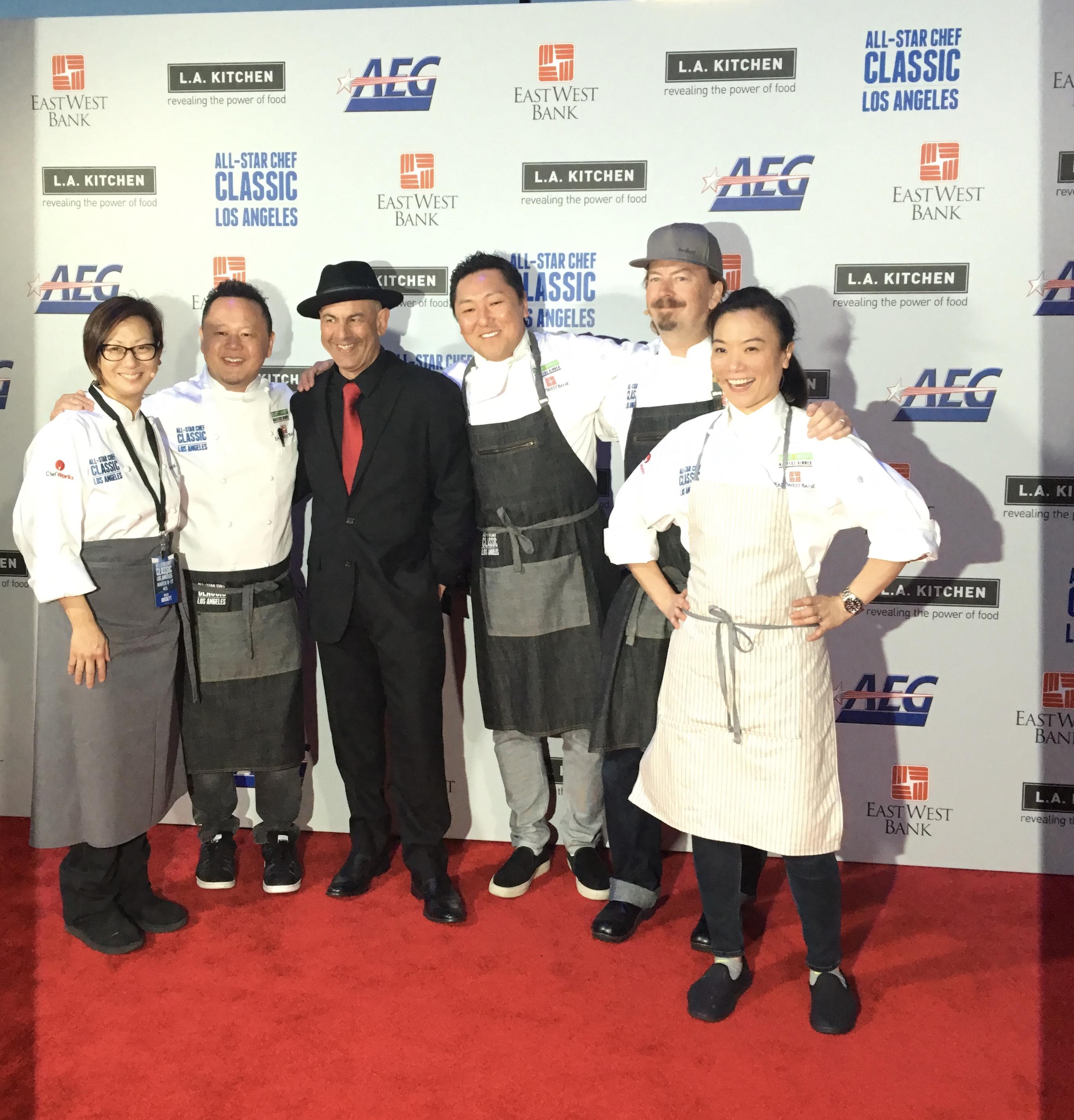 張晴雪(右一)在2017年的全明星主廚活動現場。張晴雪提供