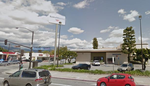 聖蓋博市一家美國銀行日前發生一起離奇搶案,搶匪從銀行櫃檯搶走20元現金,卻獨留ID及提款卡,警方已持續搜尋嫌犯下落。聖蓋博谷論壇報