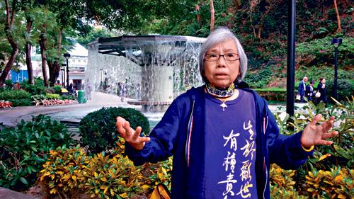 王鳳瑤被發現在法庭穿戴印有「光復香港」標語的頸巾。黃梓生攝