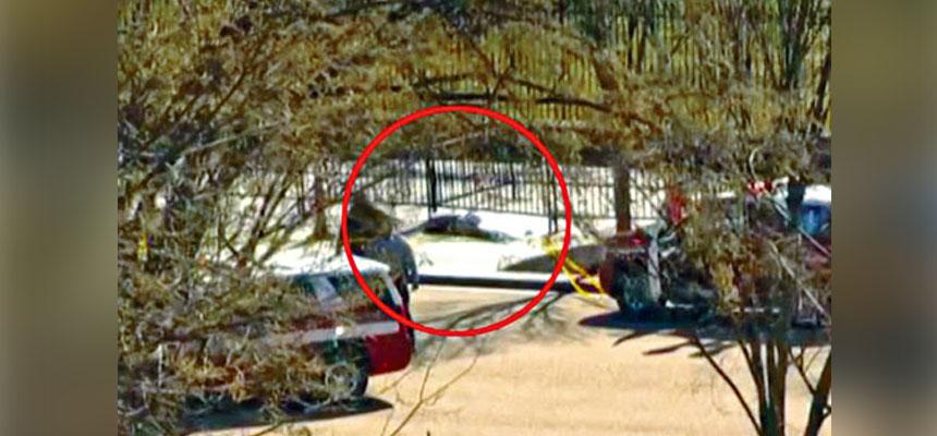 白宮圍欄外發生開槍事件,一名男子開槍自殺身亡(紅圈)。MSNBC圖片