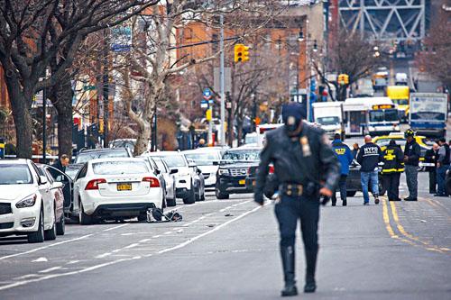 布倫斯駕駛一輛白色Volvo轎車,撞死一名1歲男孩及4歲女童。Dave Sanders/紐約時報