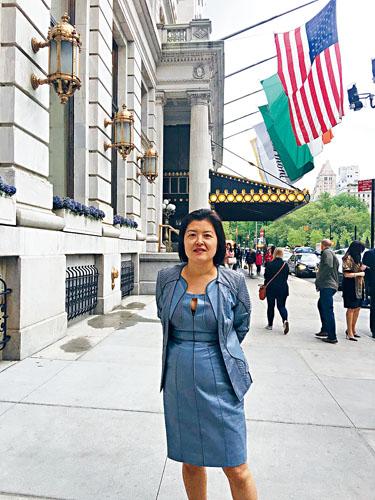 專門協助新移民重振美國經濟的郝瑜律師。