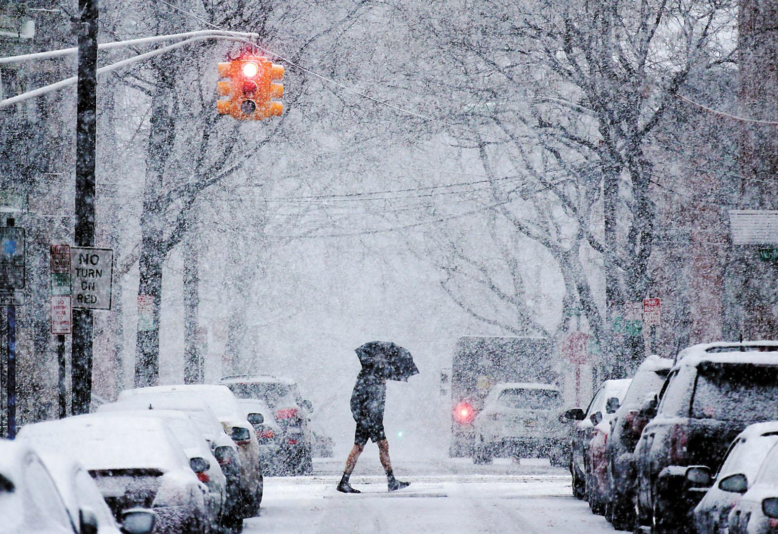 新一輪的暴風雪襲擊美東地區,多州下起鵝毛般大雪。美聯社
