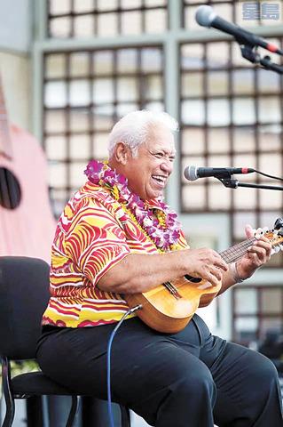 茂宜島音樂家兼著名假聲歌手李察胡皮伊逝世,享年76歲。Hoopii Family