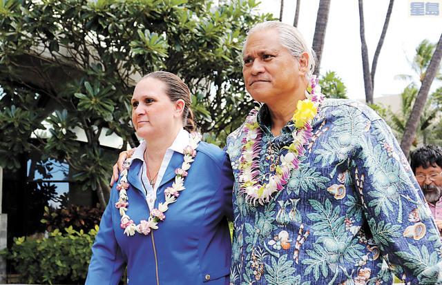 圖為前檀香山警察局長基洛哈與其妻卡芙蓮。美聯社