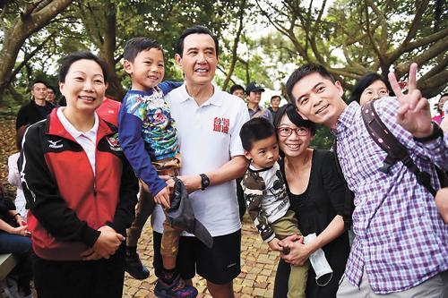 馬英九在花蓮旅遊,希望帶動地震後的觀光人潮。中央社