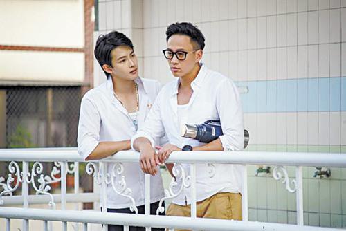 何潤東(右)和張庭瑚(左)在《翻牆的記憶》第一集中互動精彩。網上圖片