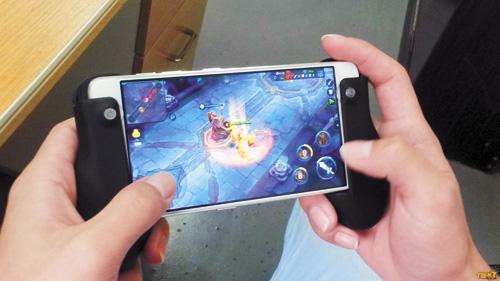 作為時下最火熱的一款遊戲,「王者榮耀」吸引了不少未成年加入遊戲。網上圖片