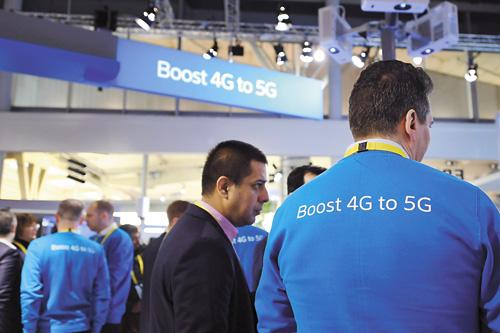 愛立信會繼續加大5G的投資力度。圖為世界移動通訊大會上的愛立信公司展台。新華社