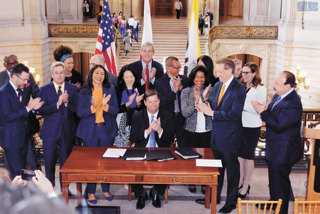 三藩市市長麥法恩簽署Mission Rock項目法案,正式允許這項多功能混合新社區的動工。記者徐明月攝