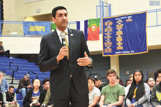 聯邦眾議員羅康納希望就活動提高學生對槍械問題的意識。記者劉康泰攝