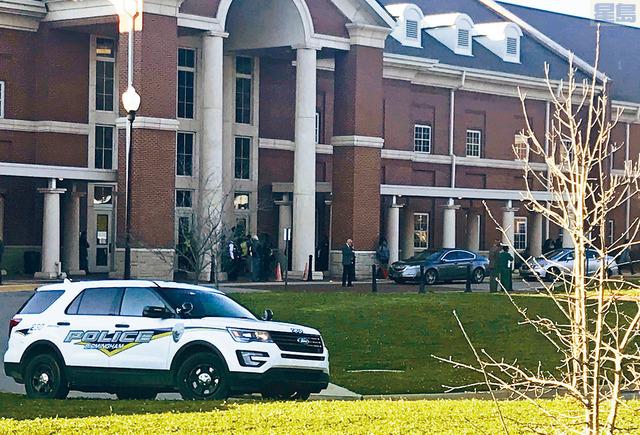 ■阿拉巴馬州荷夫曼高中放學時發生槍擊案,致1死1傷。    美聯社