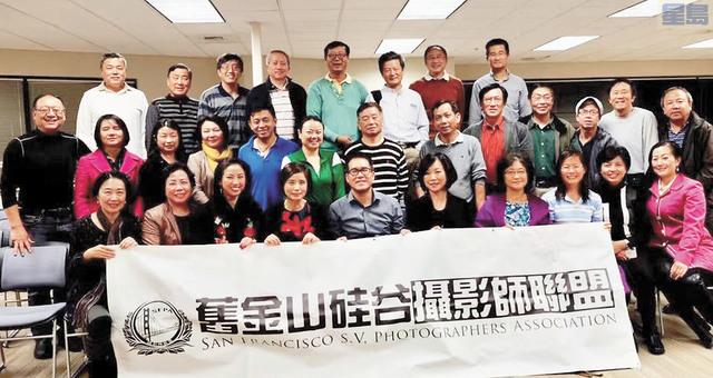 美國舊金山攝影師聯盟舉辦第三屆「舊金山國際攝影作品交流展」。左一為理事長董旭東。舊金山攝影師聯盟提供