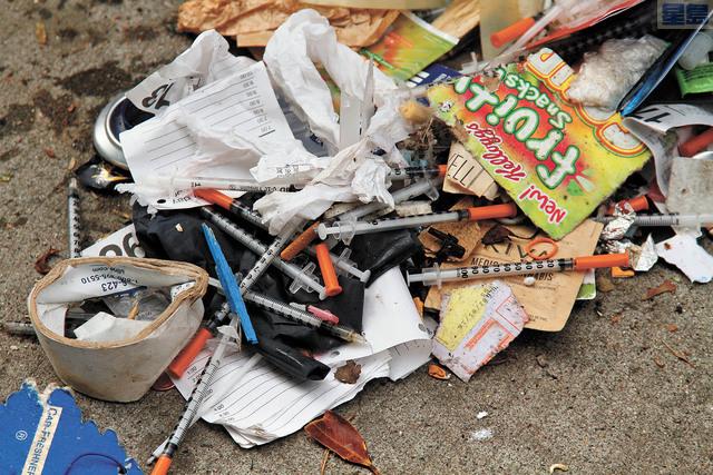 市長宣布將增聘人手清理丟棄街頭的針頭。美聯社資料圖片