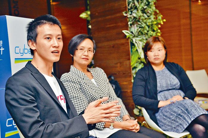 龐維銘(左)透露,公司沒有技術人手應付新項目。盧江球攝