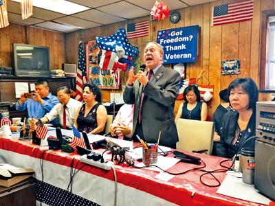 寇頓怒責市長玩弄政治把戲。