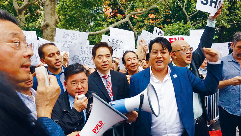 亞裔集會譴責市長的改革方案。資料圖片
