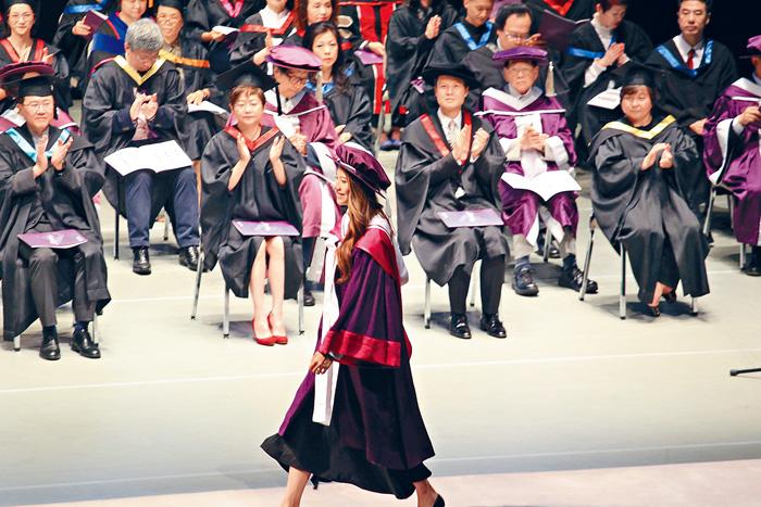 ■「蜘蛛女」鄭麗莎修讀戲劇藝術碩士畢業。