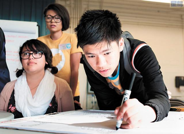 校區公佈數學改制的成果 ,不但增加學生的學分,讓他們可以報讀大學, 並且鞏固學生根基。                                                          三藩市聯合校區提供