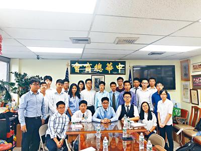 這群華裔高中生們,呼籲華裔社區一起給政客致電和寫信,反應特殊高中的問題。